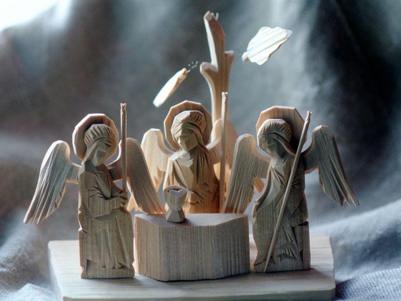 Сергиевопосадский сувенир: три ангела, символизирующие Троицу // фото: Сергей Воронин / Global Look Press