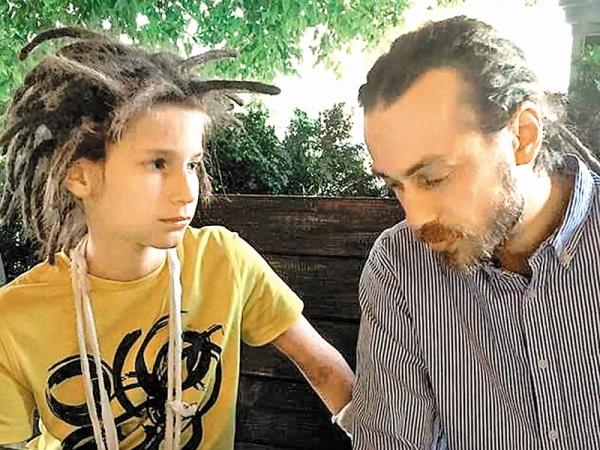 Невестка ивнук съехали: мать сменила замки вквартире Децла