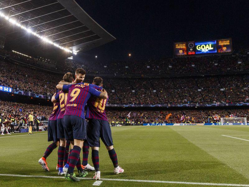 Игроки «Барсы» празднуют гол Луиса Суареса // Global Look Press