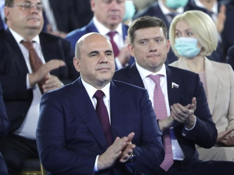 Роспотребнадзор: Властям можно сидеть без масок на послании Путина, несмотря на закон