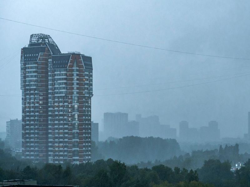 В Москве и Подмосковье объявлен желтый уровень погодной опасности из-за грозы