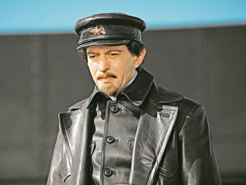 Константин Хабенский исполнил главную роль в сериале «Троцкий»