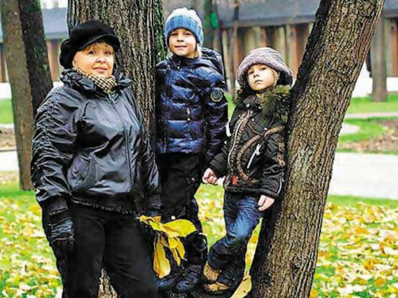 Анна Васильевна с любимыми внучками Аней и Полиной