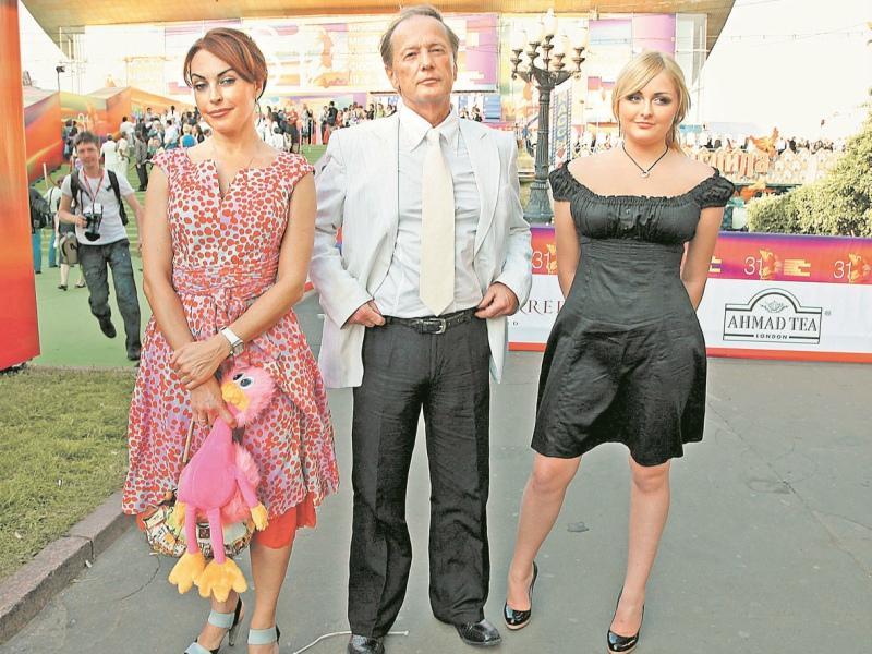 С любимыми Еленами – женой (слева) и дочкой
