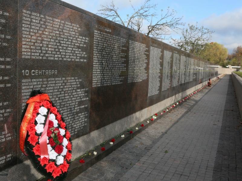 Сейчас известны имена 20.760 человек, которые были расстреляны на этом месте