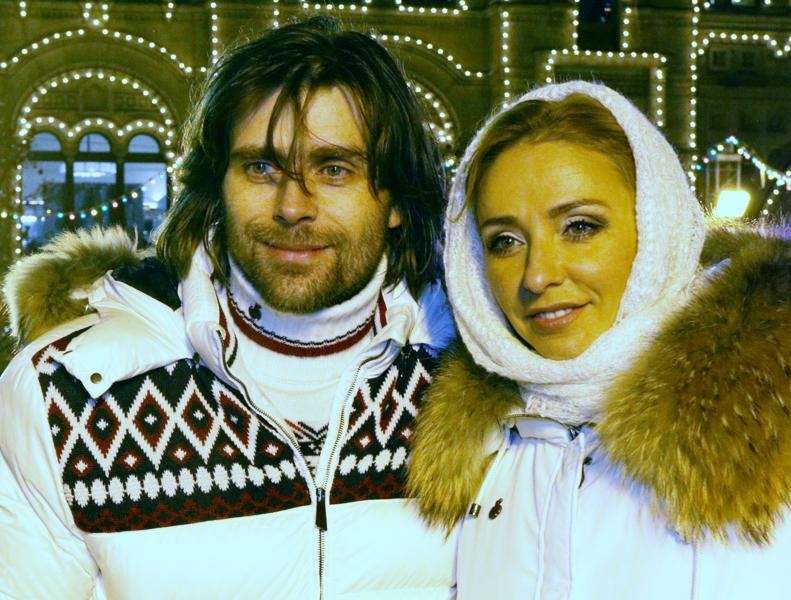 Открытие ГУМ-катка на Красной площади - Страница 4 EvPaxLIFCgXfLCkboZS8