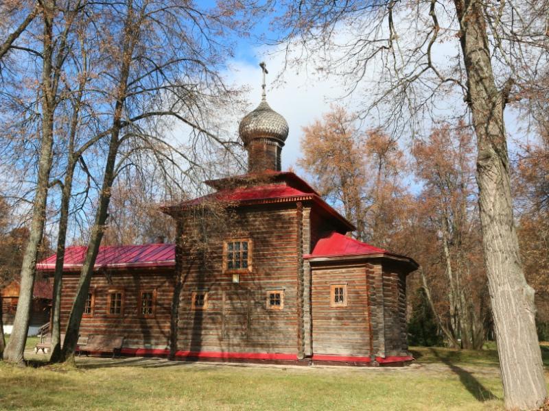 Храм появился на полигоне в 1996 году