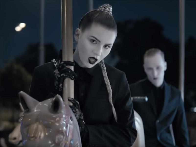 "стоп-кадр из клипа группы IC3PEAK ""Смерти больше нет"" на Youtube"
