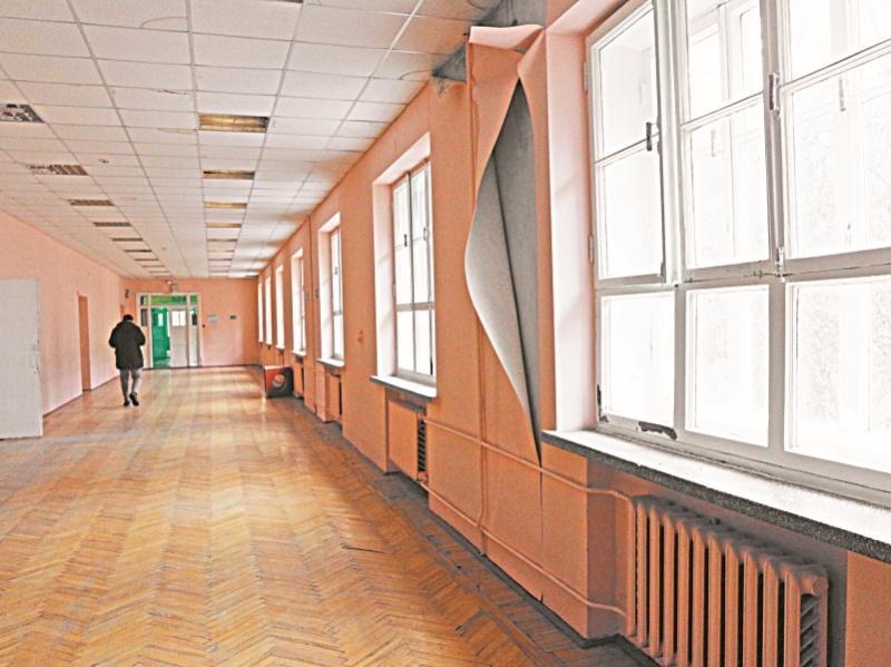 """Внутри одного из зданий школы в Ленинских Горках // фото: Андрей Струнин / """"Собеседник"""""""