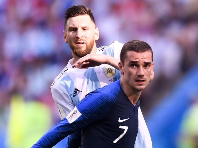 Гризманн против Месси – но теперь уже не на уровне сборных, как на фото, – одно из главных футбольных противостояний выходных // фото: Global Look Press