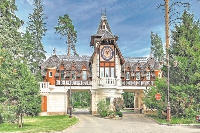 Советника Сергея Собянина купила коттедж, стоимость которого превышает ее доходы