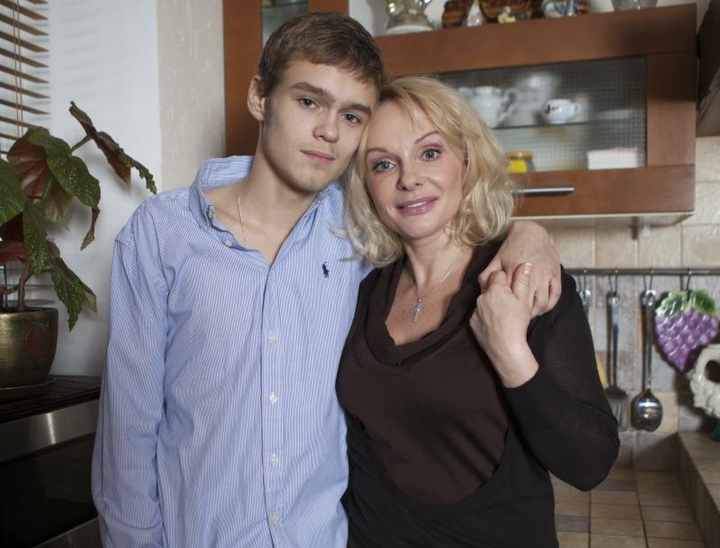 Ирина Цывина с сыном Евгением // Фото: Global Look Press