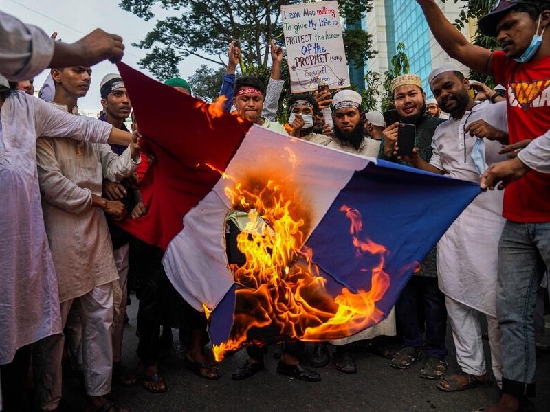 Макрон объявил , что понимает чувства мусульман поповоду карикатур напророка Мухаммеда