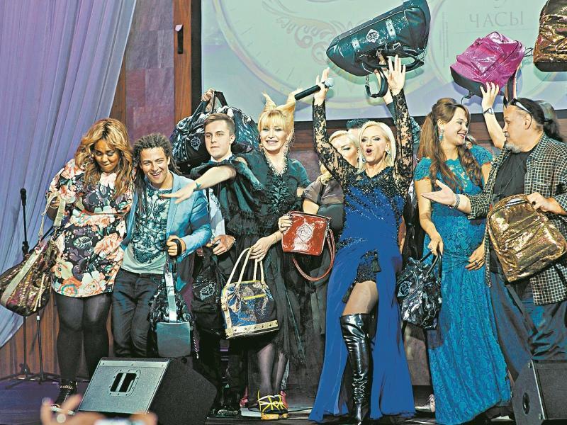 Все звезды, друзья и коллеги Гулькиной, пришли поддержать Наталию, а ушли с ее сумками