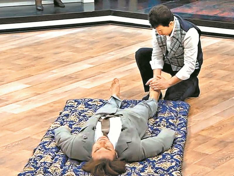 Андрей Малахов в эфире программы об иранском целителе пожаловался на боль в горле. Но энергия Бабака не смогла вылечить телеведущего