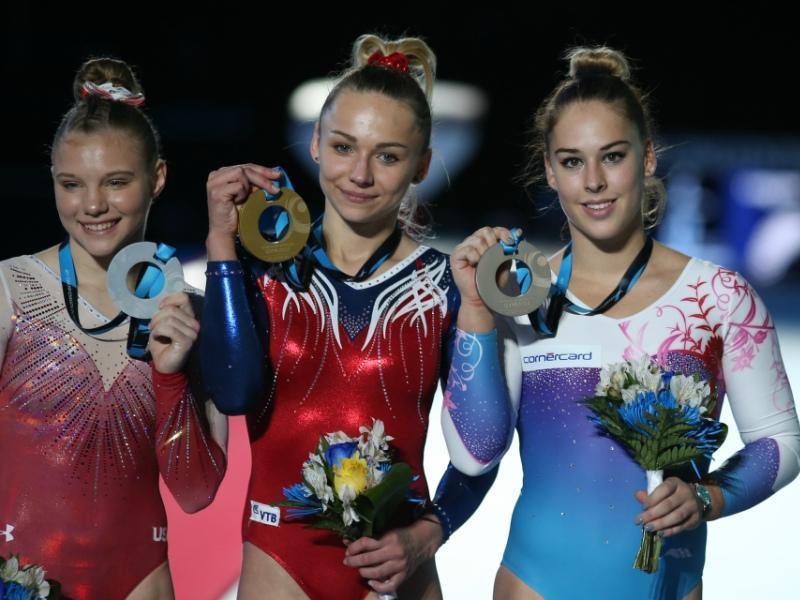 Золото за опорный прыжок взяла россиянка Мария Пасека (в центре) // Фото: Global Look Press