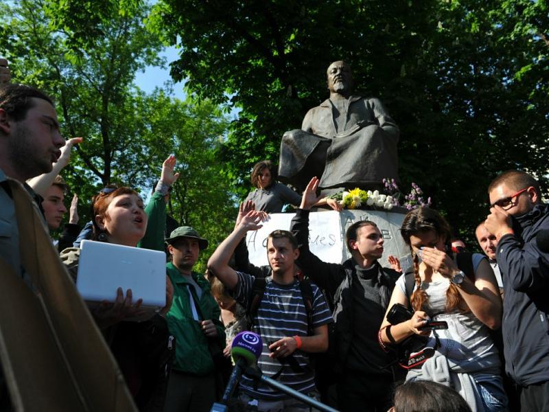 Памятник казахскому просветителю Абаю Кунанбаеву в Москве, о котором вспомнили благодаря протестам 2012 года // Фото: Global Look Press