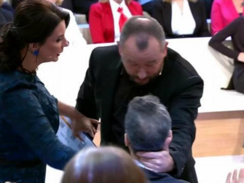 Артем Шейнин схватил за затылок «защитника Америки» Майкла Бома // Стоп-кадр YouTube