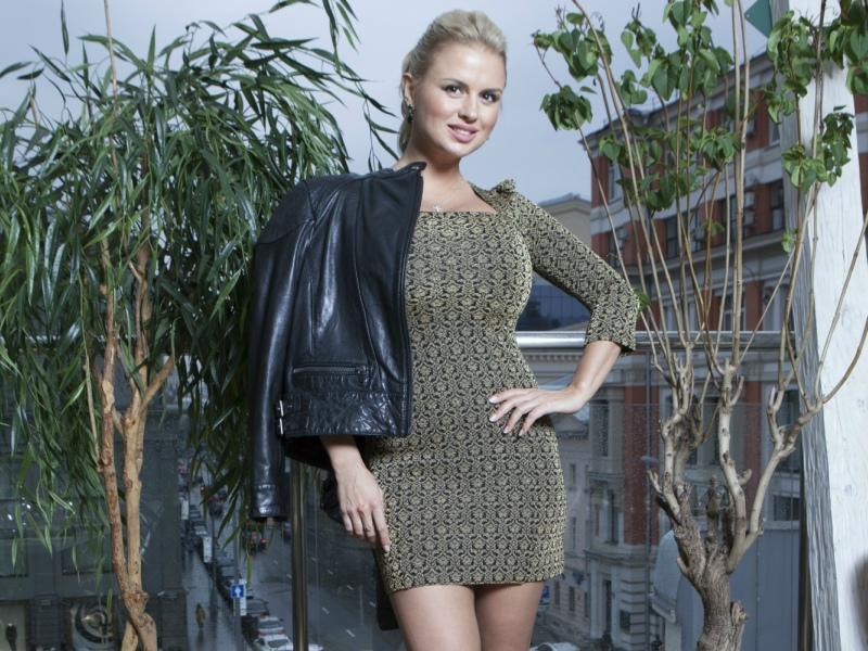 Анна Семенович удивила фанатов фотографией вюности
