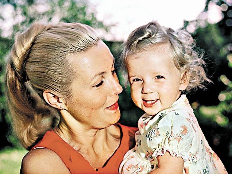 «Мама гуляла с коляской по парку, и бабульки говорили: «Девочка – вылитый Матвеев!»