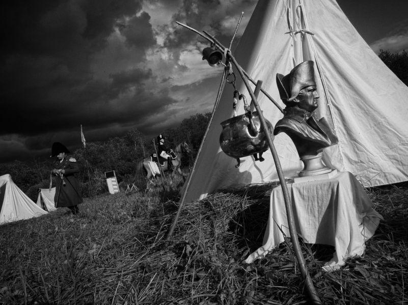 Андрей Гордасевич. Алебастровый походный бюст Наполеона у палатки рядового Нуаро. 2014-2016