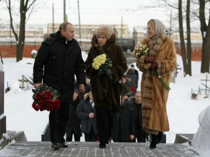 С президентом и мамой у могилы Анатолия Собчака