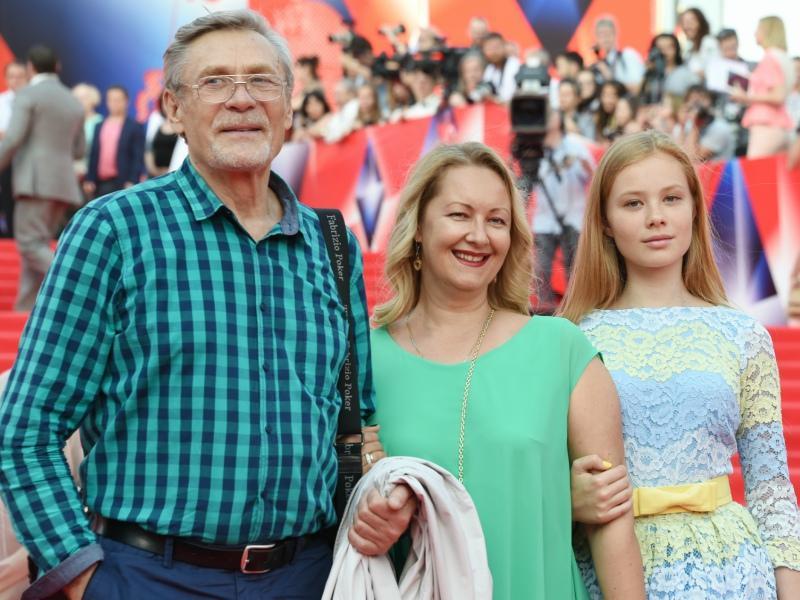 Александр Михайлов с женой и дочерью // Фото: Global Look Press