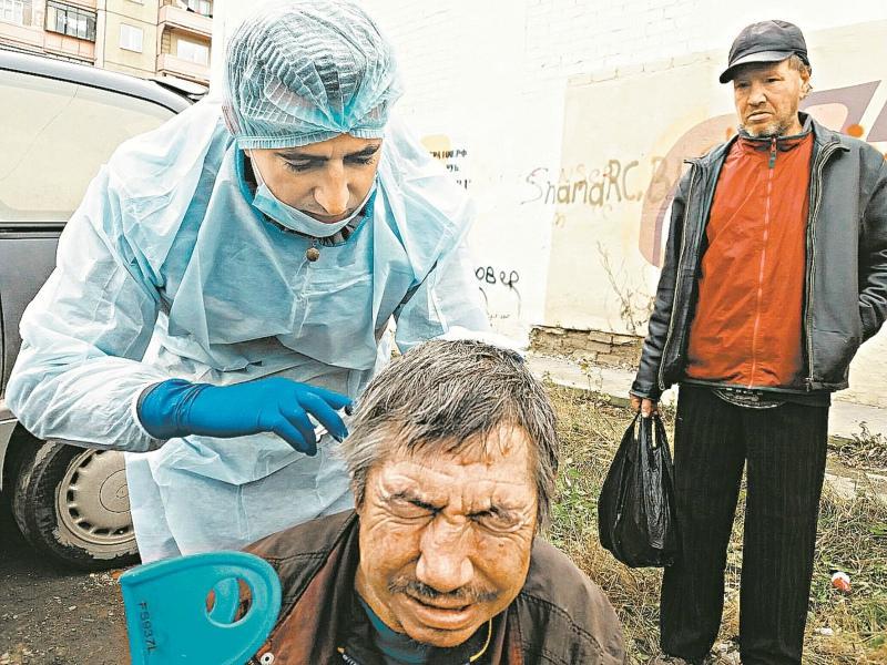 Косовских в основном обрабатывает раны // Фото: из личного архива
