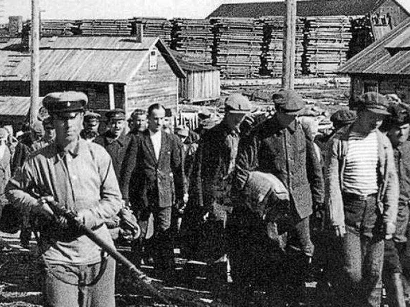 В лагеря засадили миллионы людей. Большинство из них не вернулись