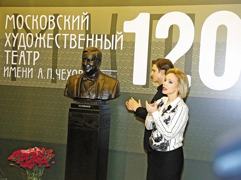 Кроме этого бюста, будет еще одна скульптура Табакова – на Сухаревке // фото: Сергей Иванов