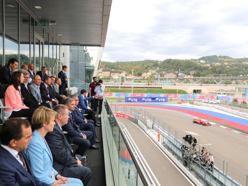 Пятый сезон Гран-при России «Формулы-1» в Сочи отметили по-юбилейному // фото: Global Look Press