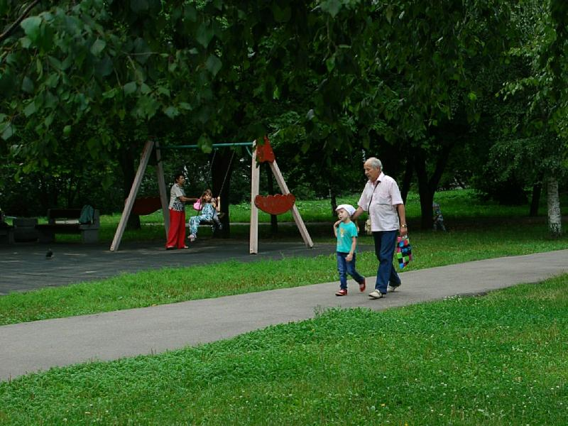 Взрослые в ответе за то, где находятся их дети – и за то, что с ними случается на детских площадках // фото: Сергей Ковалев / Global Look Press