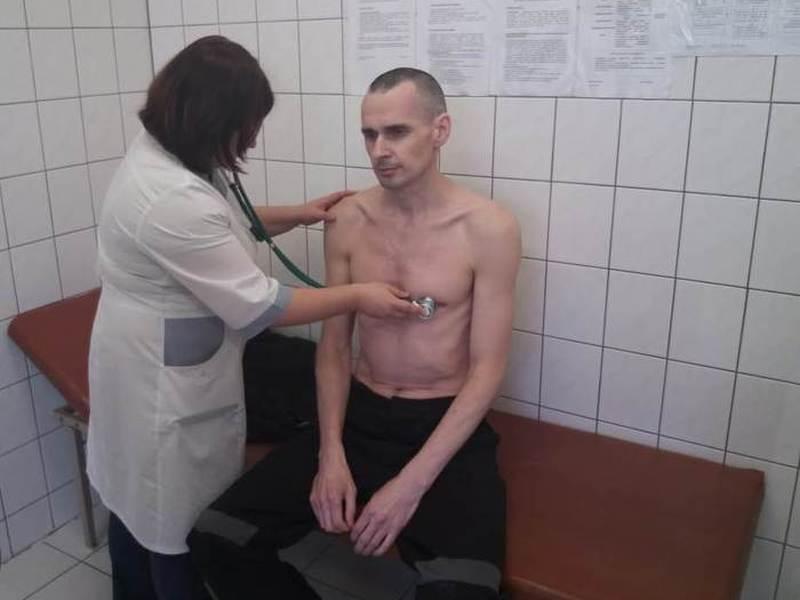 официальное фото осмотра Олега Сенцова в ямальской колонии