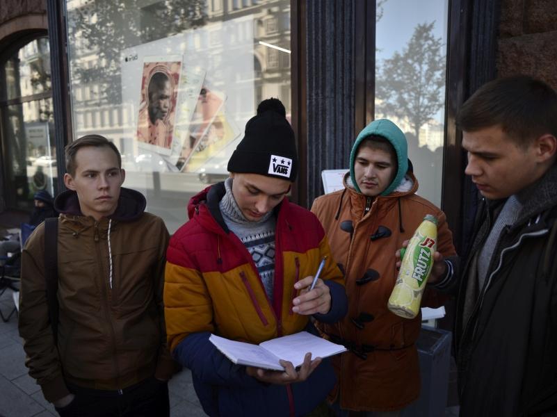 В очередь выстраиваются не только за товаром, но и за деньгами // Фото: Komsomolskaya Pravda / Global Look Press