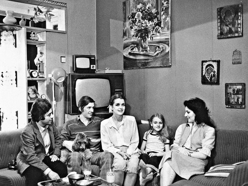 Слева направо: фотограф Виталий Арутюнов, Александр Абдулов, Ирина Алферова, Ксения Алферова и знакомая семьи Карина //  фото: Виталий Арутюнов