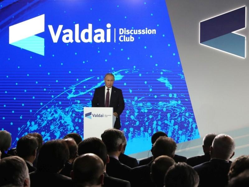 """Владимир Путин выступает на заседании """"Валдайского клуба"""" в Сочи 3 октября. Фото: Kremlin Pool / Global Look Press"""