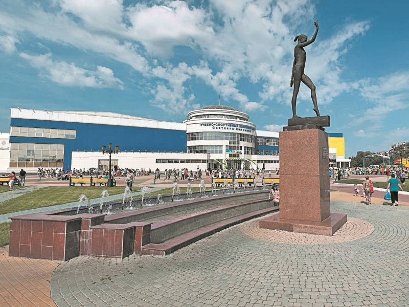 Шесть прижизненных памятников, установленных российским звездам