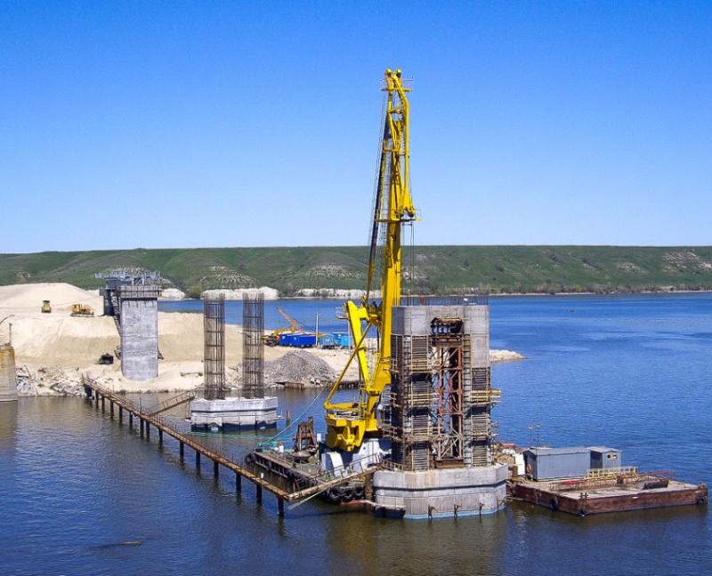 В Волгоградской области компанией Руслана Байсарова возводится мост через реку Дон