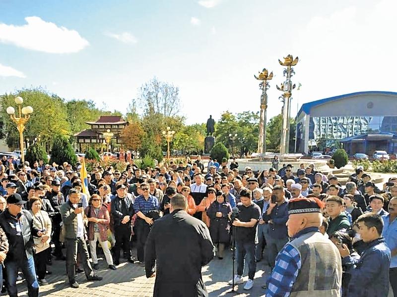 Жители Элисты молят Бату Хасикова уволить бывшего дэнээровца Дмитрия Трапезникова