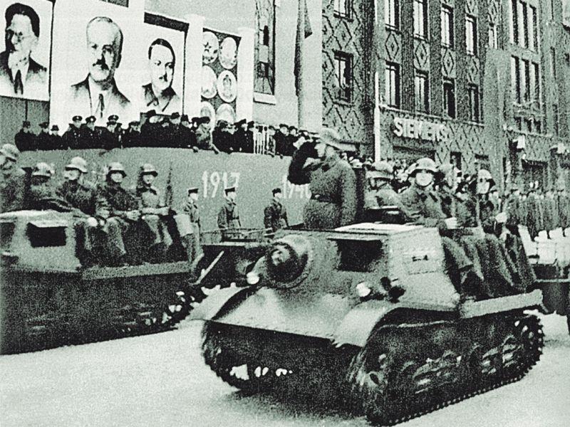 7 ноября 1940 г. Военный парад в Таллине. РГАСПИ. (Из книги Ю. Кантор)