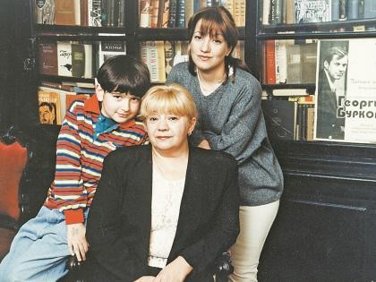 Вдова Буркова Татьяна Сергеевна, дочь и внук