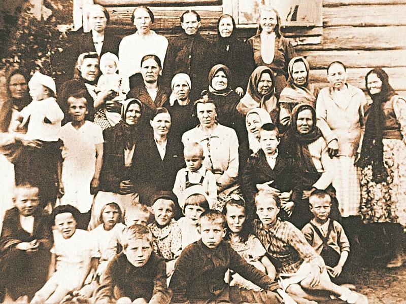 Деревня Засосье в 1947 году. В центре – Анна Галактионова