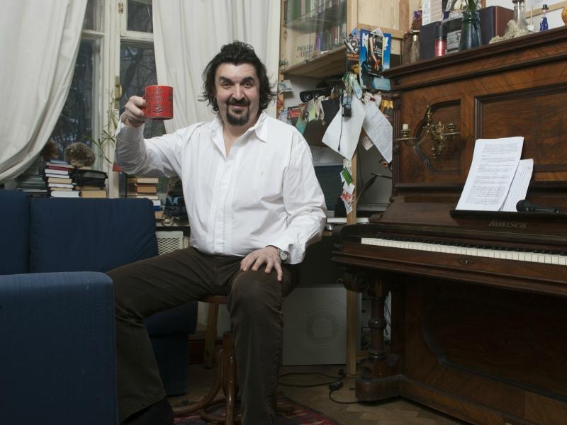 Чай и фортепиано – домашний рацион Золотовицкого