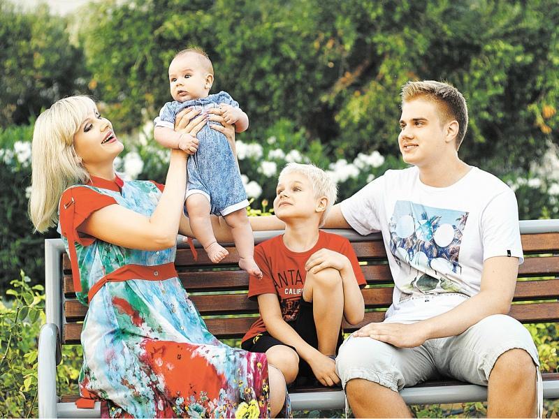У Натали трое сыновей: 15-летний Арсений, 7-летний Анатолий и полугодовалый Евгений