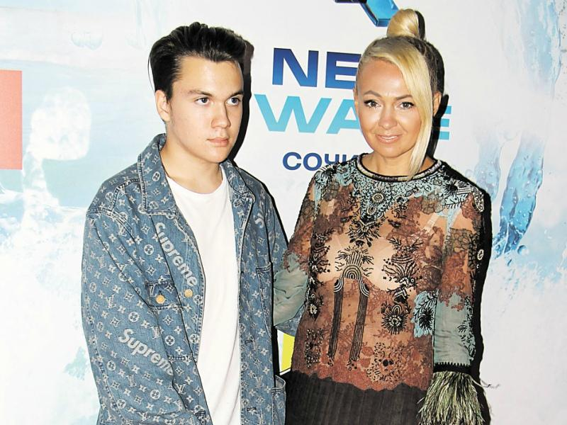 Яна Рудковская решила сделать звездой старшего сына