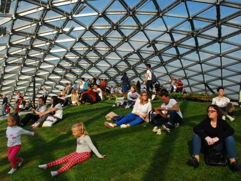 На относительно небольшой площади парка архитекторы разместили несколько необычных музеев и павильонов