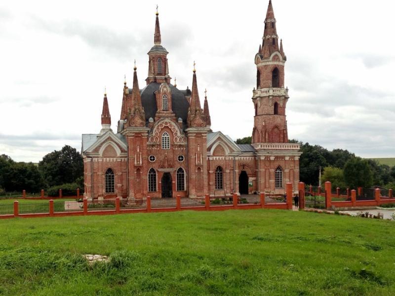 Псевдоготическая церковь иконы Божией Матери «Знамение»