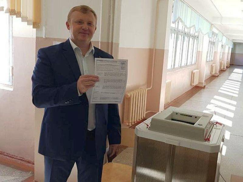 Кандидат от КПРФ Андрей Ищенко на выборах // Фото: Global Look Press