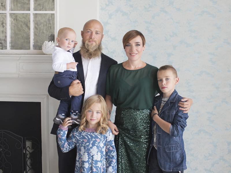 Тутта Ларсен с мужем и детьми // фото: Лара Бардина
