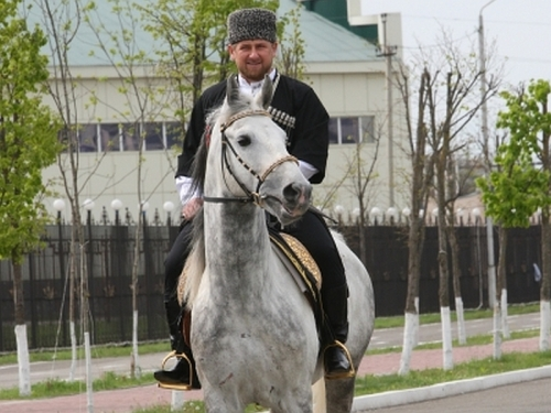Рамзан Кадыров верхом // фото: Саид Царнаев / РИА «Новости»